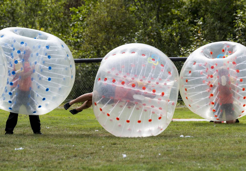 bubble foot ; team building